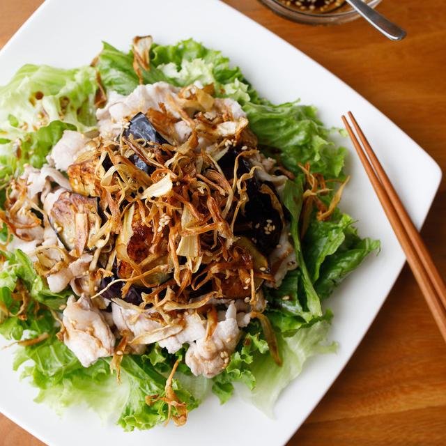 【レシピ】野菜たっぷり!ボリューム満点♫『カリカリごぼうとなすと豚しゃぶのサラダ』