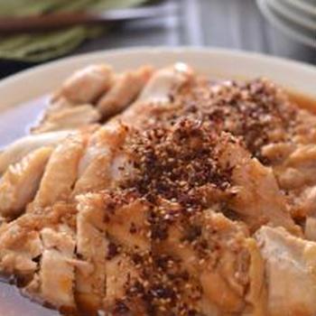 玉ねぎ鶏、ピリ辛こんにゃく、切り干し大根の梅肉和えのごはんの日。
