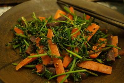 にんじん葉のあっさり炒め & 卵入り濃厚豚足