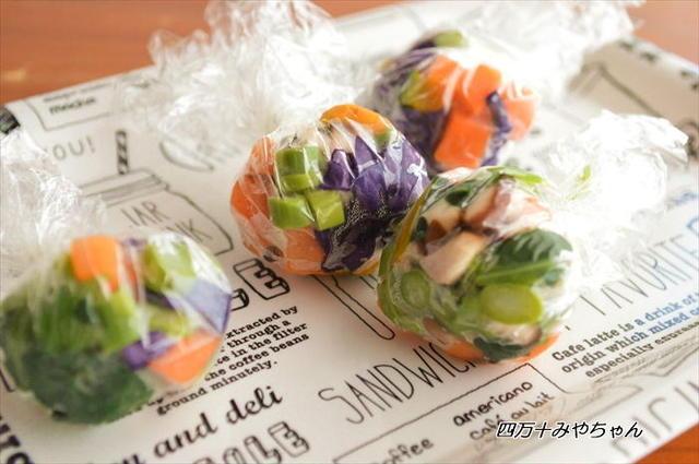 ラップに包まれた野菜玉