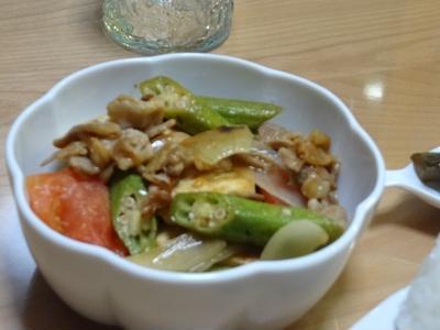 夏野菜と豆腐の炒めほうれん草とベーコンのバター炒