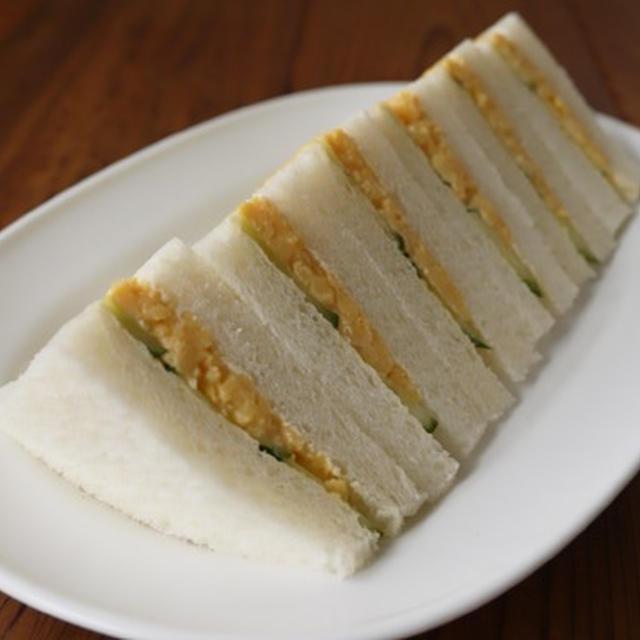 炒り卵ときゅうりのサンドイッチ