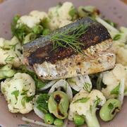 鯖の塩麹焼きとカリフラワーと豆のハーブサラダ。 by 桃百さん