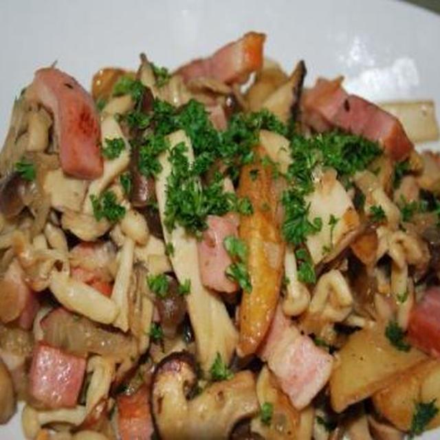 キノコとポテトの炒め物