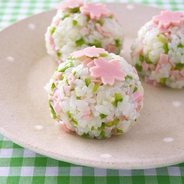 お花見気分で桜おむすび♪ ご飯のお供に生姜ピーマン!