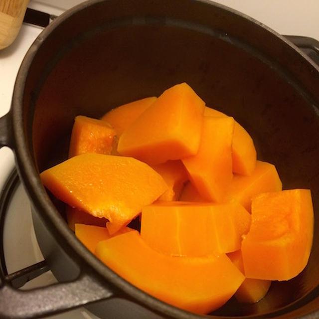 バターナッツカボチャのスープとキッシュの試作。