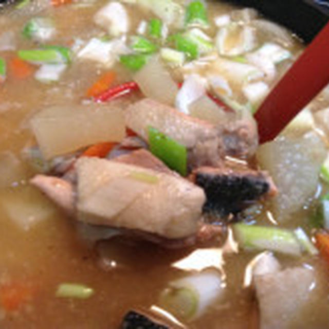 「鮭あら」人気検索1位「鮭あら」を使った野菜たっぷりみそ汁