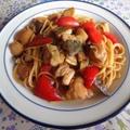 鶏肉とパプリカとエリンギの黒酢和えパスタ