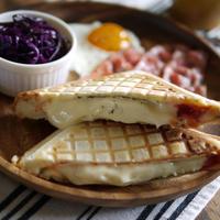 5分!かんたん朝ご飯|カマンベールチーズ丸ごと|とろ〜りチーズ|【フレンチ仕立てのカマンベールホットサンド】