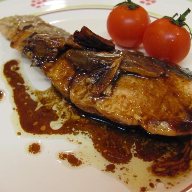 鮭のガーリックバルサミコソース