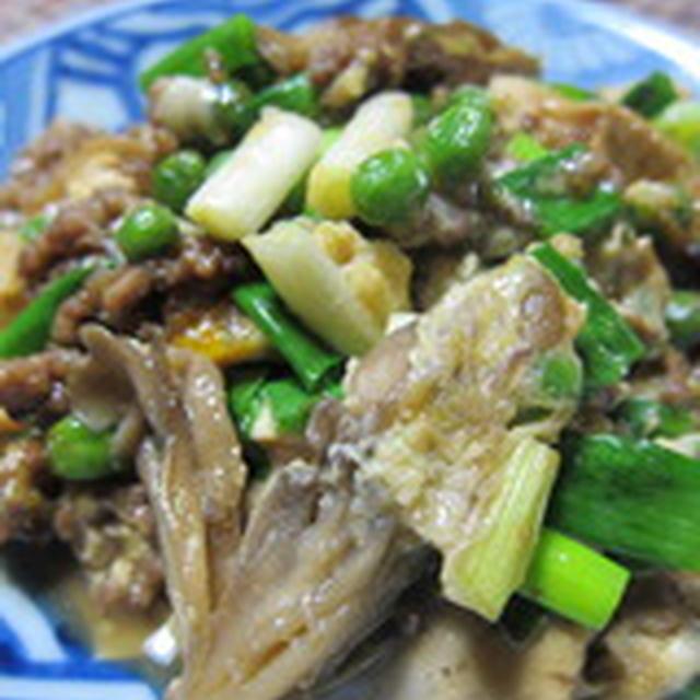 「舞茸とひき肉と焼き豆腐のすき焼き風たまごとじ」