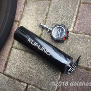 【レビュー】充電式電動空気入れ(エアコンプレッサー) 自動車・自転車のタイヤの空気入れは電動が簡単でオススメ!