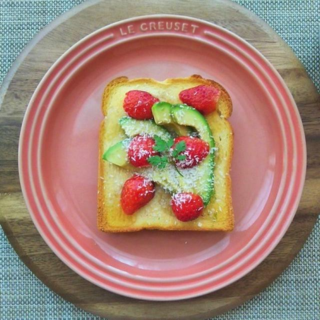 目を覚ませ、と呼ぶ声が聞こえ~いちごとアボカドのフルーツトースト~