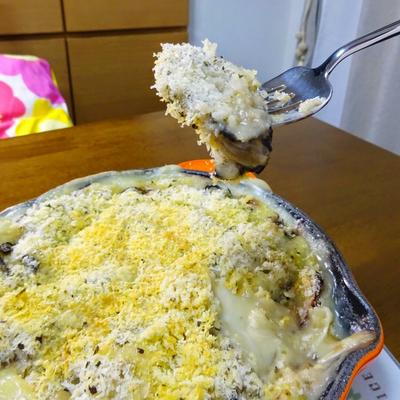 ホワイトソースに旨味がしみ込む!牡蠣のグラタン