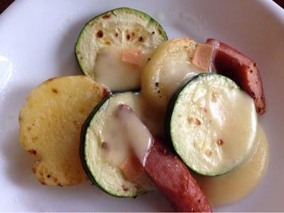 野菜たちのラクレットチーズ焼き。