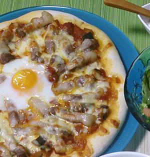 塩豚とラタトゥイユ風トマトソースの超簡単ピッツァ・ビスマルク