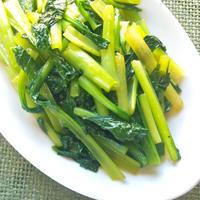 シャキッと食感が楽しめる!小松菜の蒸し炒め。