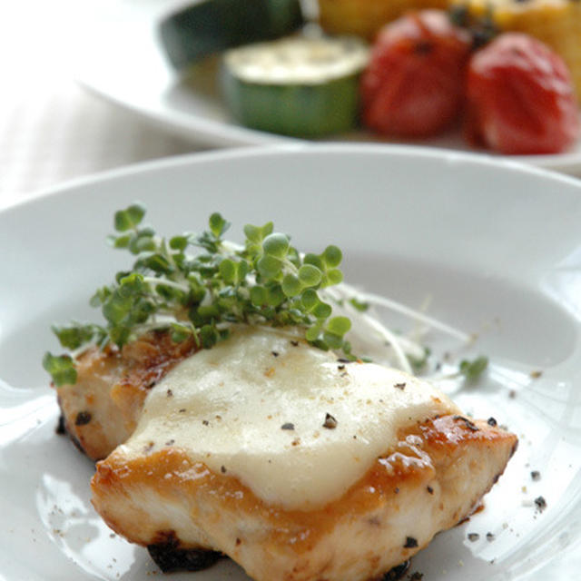 鶏胸肉の味噌チーズ焼き。