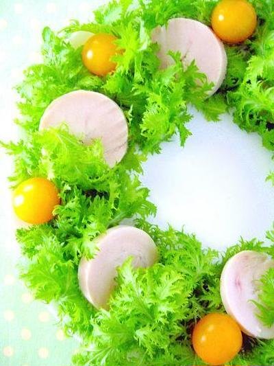 鶏ハムとわさび菜のクリスマスリース♪クリスマスパーティーに作りたい簡単おもてなしレシピ!究極の鶏ハム