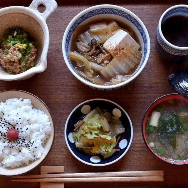 肉豆腐の残りで粗食な朝ごはん。