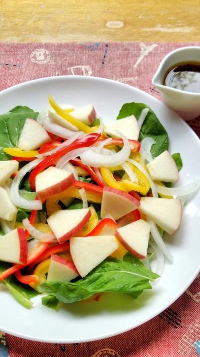 ルッコラとりんごの彩りサラダ☆