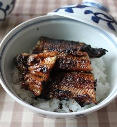 鰻の佃煮と蒲焼と。ついでにイカの燻製。
