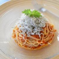 【ヤマキだし部】しらすとトマトの冷製パスタ。旬の食材とおだしでおいしく。