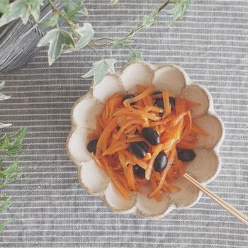 【レシピ】にんじんと黒豆のエスニック風おつまみサラダ