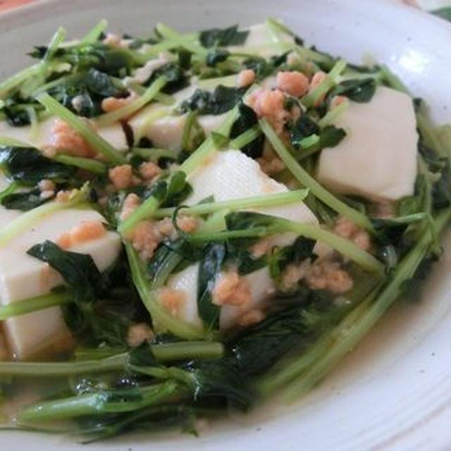 鮭フレークとオイスターソースがあれば☆ 豆腐と豆苗のさっと煮