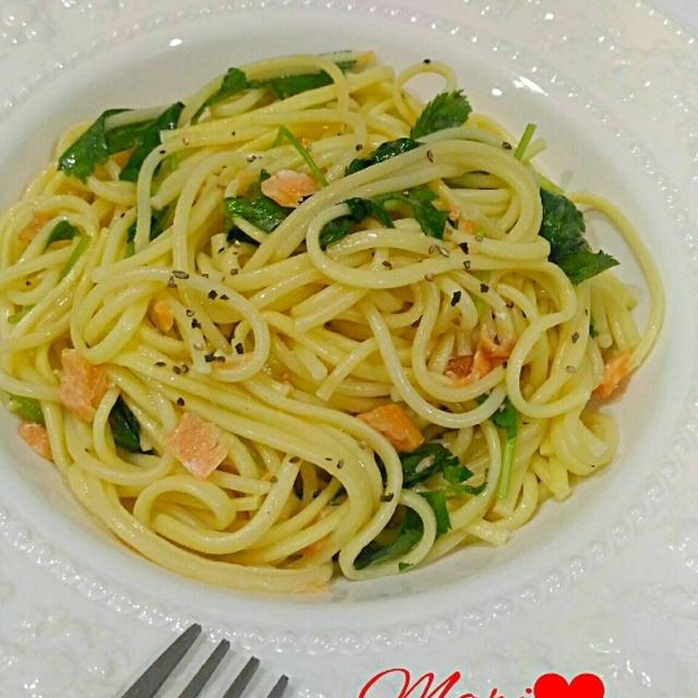 簡単美味☆秋鮭と三つ葉のパスタ/クックパッド「卵とじうどん」人気検索TOP10入りしました☆