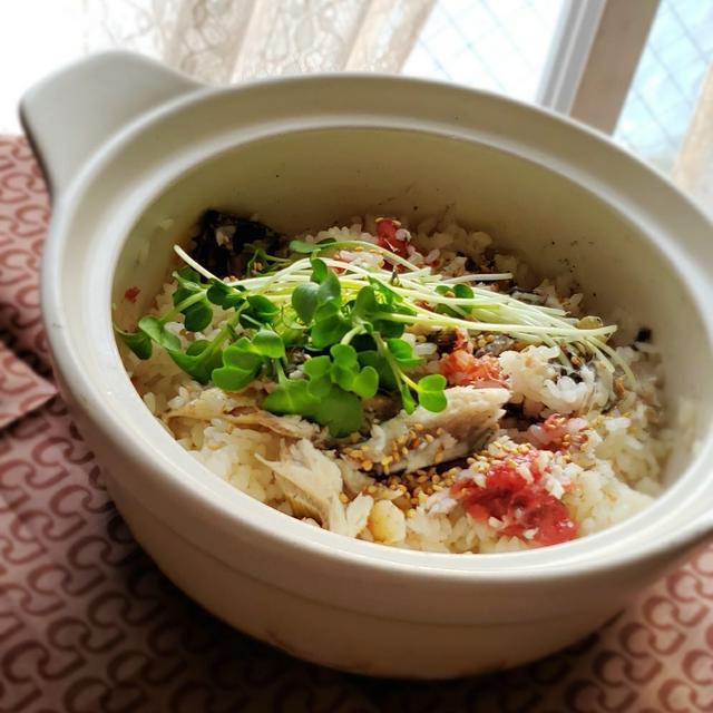 鮎の塩焼きと梅干しの土鍋炊き込みご飯