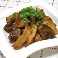簡単!元気おつまみ、鶏レバーとエリンギのガーリック焼き。