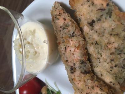 ある日の夕飯~鮭の香草パン粉と豆サラダとウインナー~