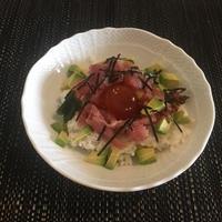 しょうゆ漬け卵 アボカドマグロ丼