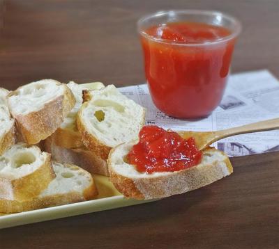 コク旨のやみつき自家製トマトジャムのバケットトースト