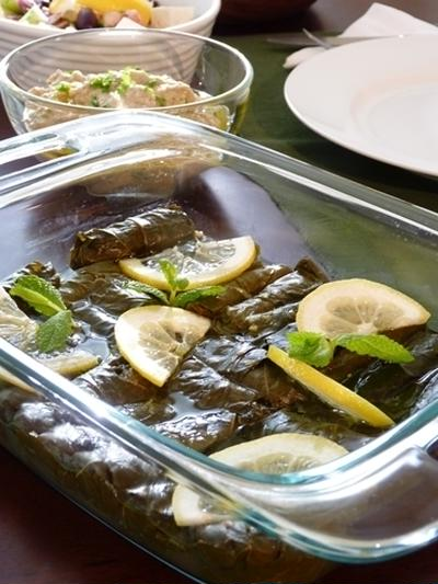 ドルマデス(葡萄の葉の玄米ご飯包み) & 他2品