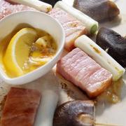 ■やまっこモニター料理【⑥やまっこで楽しむ お手軽串焼き】  ホームスティの今ホットプレート焼きに癒されます♪