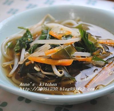 もやしたっぷりの韓国風野菜スープ☆