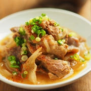 牛すじ味噌煮込み、たっぷり玉ねぎで激ウマ煮込み