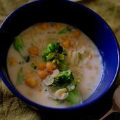 ナツメグ香る♪ブロッコリーとひよこ豆のクリームスープ