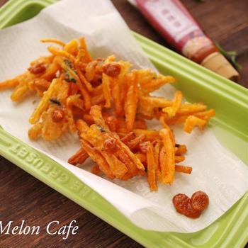 「赤」の花椒×唐辛子「麻辣醤」で味わう、にんじんと海苔のかき揚げ☆スパイスでお料理上手「シビれる辛さ対決!」