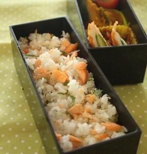 鮭とみょうがの混ぜご飯