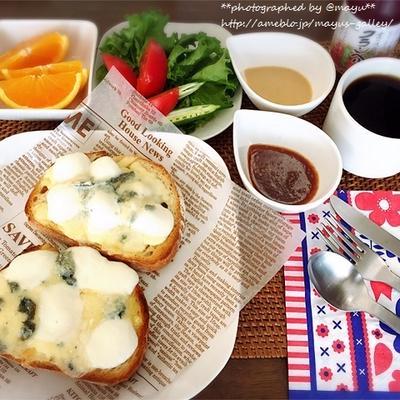 休日ブランチは3種のチーズのブルスケッタ。特製〇〇〇〇ソースで(笑)絶品に♡
