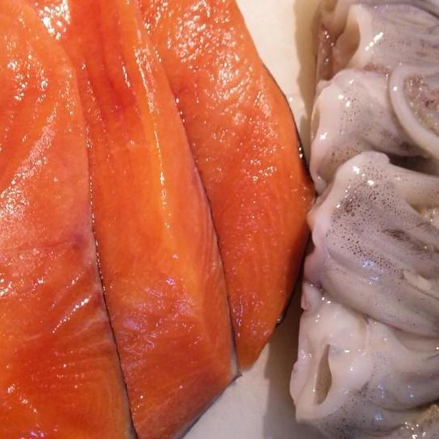 秋鮭とイカげそ〜「北のバーグ」 (キッチン ラボ)   コスモス弁当