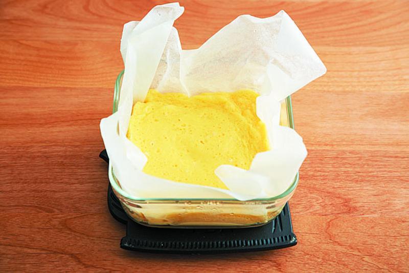 加熱後はラップをはずし、冷めたらラップをかけなおして冷蔵庫で3時間以上、しっかりと冷やす。