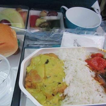 いよいよスリランカツアーに出発、まずは機内食から
