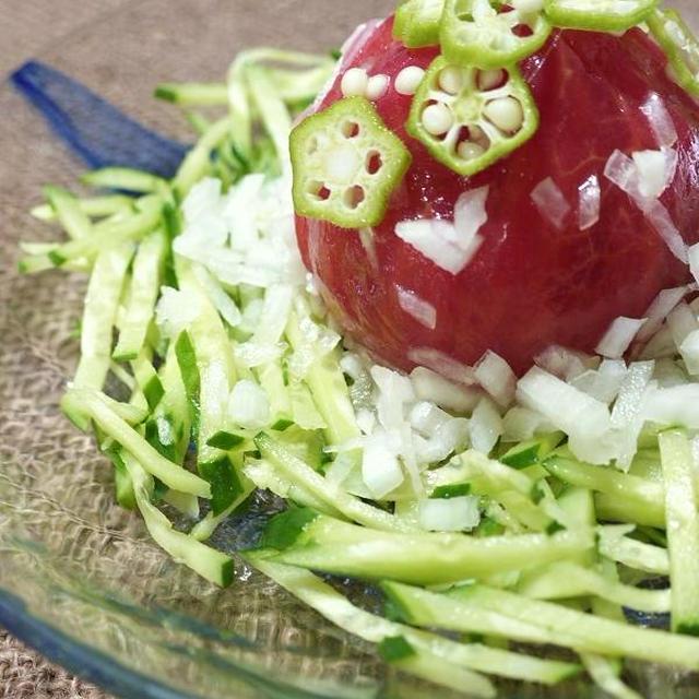 完熟トマトの丸ごとサラダ