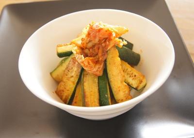 イタリアンな(?)ズッキーニとキムチ炒め