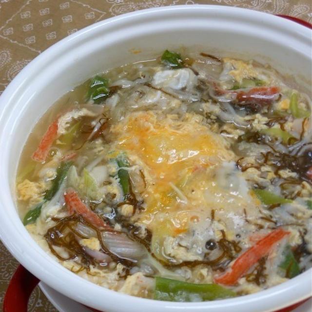 寒い〜!簡単、時短晩ご飯、鍋の代わりに、トロトロふんわり〜もずくとカニかまの雑炊。