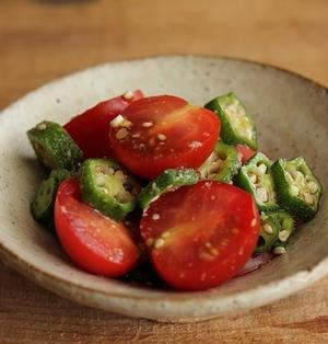 簡単!1分副菜♪トマトとオクラのゴマポン酢和え